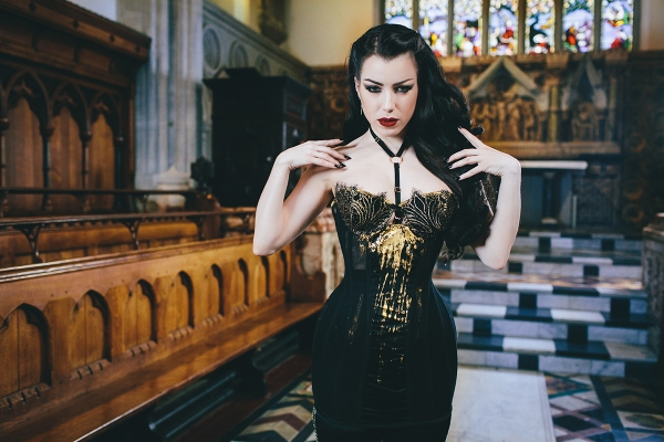 Corset by Karolina Laskowska. Modelled by Threnody in Velvet. Photography by Chris Murray.